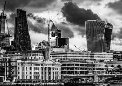 monochrome photo of London skyline