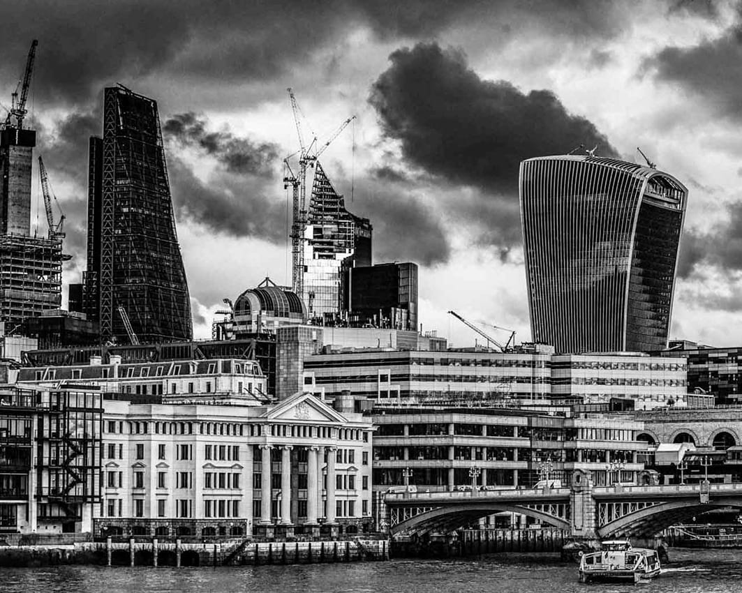 monochrome photo of London skyline